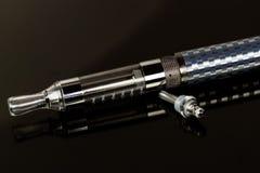 Vape eletrônico do cigarro no olhar classificado Fotografia de Stock Royalty Free