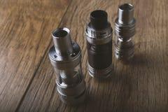 Vape-Stift und vaping Geräte, mods, Zerstäuber, e-Cig, e-Zigarette lizenzfreies stockbild