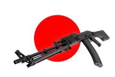 Vapen - anfallgevär Japan av en flaggabakgrund Fotografering för Bildbyråer