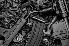 Vapen, vapen och militär utrustning för armén, vapen för anfallgevär royaltyfri fotografi
