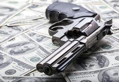 Vapen och pengar Arkivbild