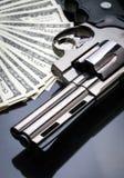 Vapen och pengar Arkivbilder