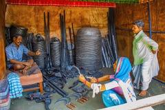 Vapen och redskap säljare, skulpturmuseum, Kaneri matematik, Kolhapur, Maharashtra Royaltyfri Foto
