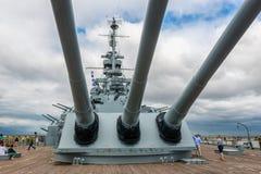 Vapen på det bakre slutet av den USS Alabama slagskeppet på Memorial Park i mobila Alabama USA Fotografering för Bildbyråer