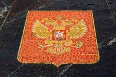Vapensköld av Ryssland som föreställs i den Hanseatic springbrunnen Royaltyfria Bilder