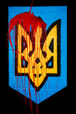 Vapensköld av Ukraina i blodet Royaltyfri Foto