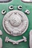 Vapensköld eller emblem av USSR på det gamla ångadrevet royaltyfri foto