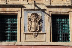 Vapensköld på en byggnad i Murcia, Spanien Royaltyfria Foton