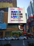 Vapenvåld, mars för våra liv, aldrig igen, NYC, NY, USA Arkivbild