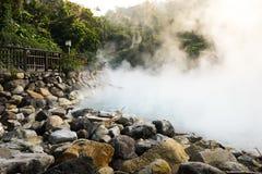 Vapeur chaude à la vallée thermique Photo stock