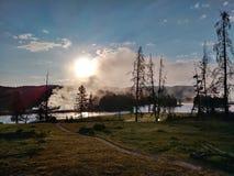 Vapeur se levant en parc national de Yellowstone images libres de droits
