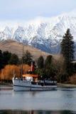 Vapeur sur un lac Images libres de droits