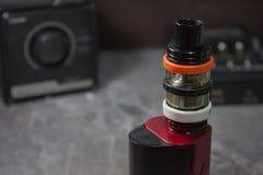 Vaping с дымом и паром Стоковая Фотография