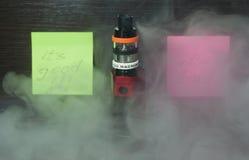 Vaping с дымом и паром Стоковое Изображение RF