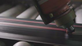 Vapnet gör röda Mark Lines på beskyddandemakro för Rubber gummihjul lager videofilmer