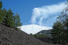 Vapor blanco de Nevado Etna Mount, Sicilia fotografía de archivo libre de regalías