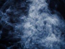 Vapor de água azul no fundo escuro Foto de Stock