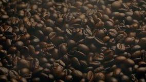 Vapor de Barista Coffee Roasting With que sopla encima almacen de metraje de vídeo