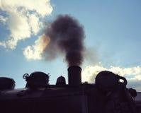 Vapor de una locomotora vieja foto de archivo libre de regalías