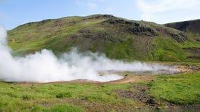 Vapor do reykjedalur de Hveragerdi na terra imagem de stock royalty free