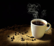 Vapor que sai de uma xícara de café Fotografia de Stock Royalty Free