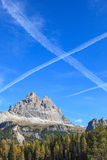 Vapor trails at sky Royalty Free Stock Photography