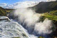 Vapore dalla cascata islandese Immagini Stock