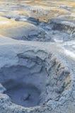 vapore di ribollimento d'ebollizione caldo del fango del mudpot ed esplodere ai mudpots, l'area geotermica Hverir Fotografia Stock Libera da Diritti