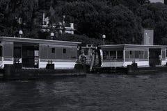 Vaporetto veneciano, parada de autobús del agua, Italia foto de archivo libre de regalías