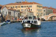 Vaporetto wody tramwaj na Cannaregio kanale włochy Wenecji Obraz Stock