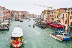 Vaporettos nawadnia autobusy, gondole, wodni taxi obrazy royalty free