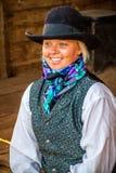 Vaqueira bonita na cena ocidental fotografia de stock royalty free