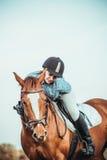 Vaqueira e cavalo Foto de Stock