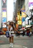 Vaquera desnuda de la ostra en Times Square Imágenes de archivo libres de regalías