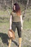 Vaquera en el tiroteo del bosque Imagen de archivo