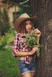 Vaquera joven hermosa con el pelo largo Foto de archivo libre de regalías
