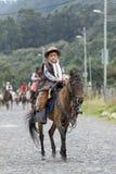 Vaquero del adolescente a caballo en el estado de Pichincha de Ecuador Imagen de archivo libre de regalías