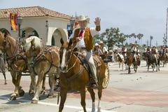 Vaquero español a caballo durante el desfile abajo State Street, Santa Barbara, CA, vieja fiesta española de los días, 3-7 de ago Imagenes de archivo