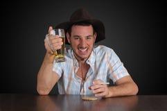 Vaquero que come una cerveza Imagen de archivo libre de regalías