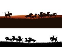 Vaquero que persigue la silueta del vector de los caballos de la manada Fotografía de archivo
