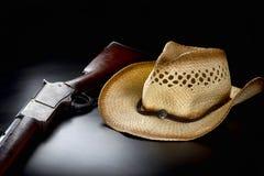 Vaquero Rifle y sombrero Imagenes de archivo