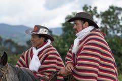 Vaqueros en desgaste tradicional en Ecuador Imagen de archivo