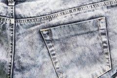 Vaqueros grises con las puntadas y el bolsillo, fondo de la foto Dril de algodón de los vaqueros de Boho Imagen de archivo libre de regalías