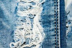 Vaqueros Holey Textura azul del dril de algodón Hilos, costura Fotografía de archivo libre de regalías