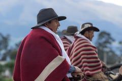 Vaqueros que llevan el poncho en Ecuador Imagen de archivo libre de regalías