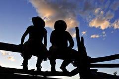 Vaqueros silueteados Imagenes de archivo
