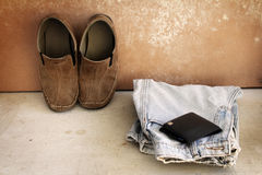 Vaqueros, zapatos y cartera Imágenes de archivo libres de regalías
