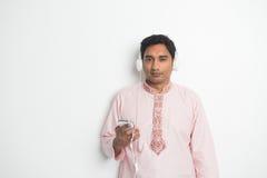 Varón asiático indio joven tradicional Foto de archivo