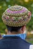 Varón búlgaro tradicional de los sombreros, bordado con los modelos populares Imagen de archivo