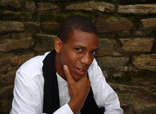 Varón de mirada astuto del afroamericano Imagen de archivo libre de regalías